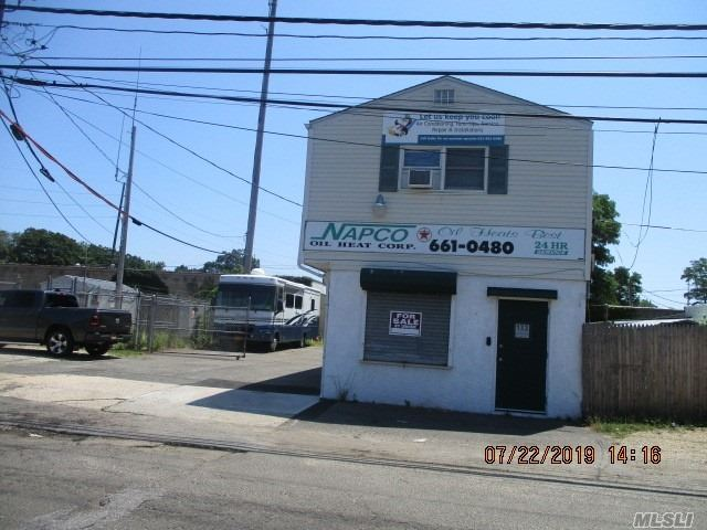 Commercial for sale in 133 Cortland St, Lindenhurst, NY ,11757