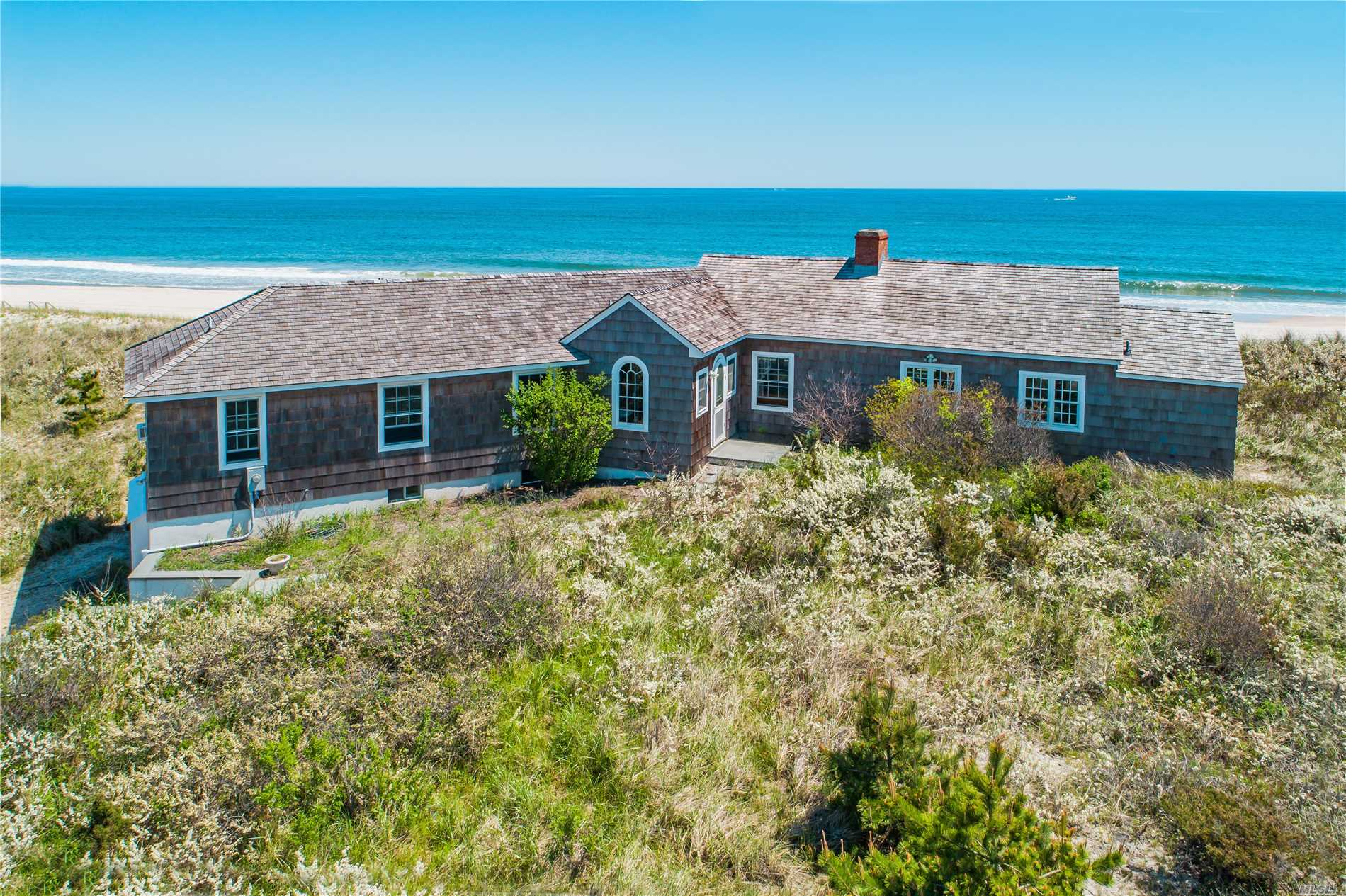 Residential For Sale in 154 Dune Rd, Quogue, NY ,11959