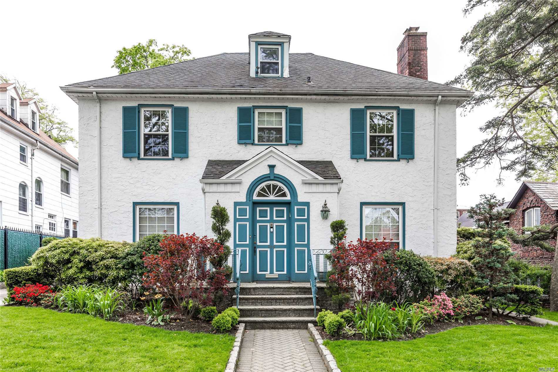 Residential For Sale in 103 Mowbray Dr, Kew Gardens, NY ,11415