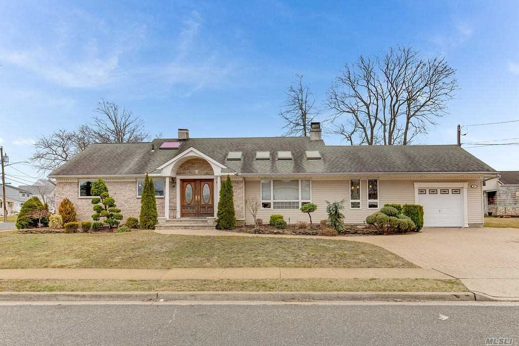 Residential For Sale in 67 Clinton Place, Massapequa, NY ,11758