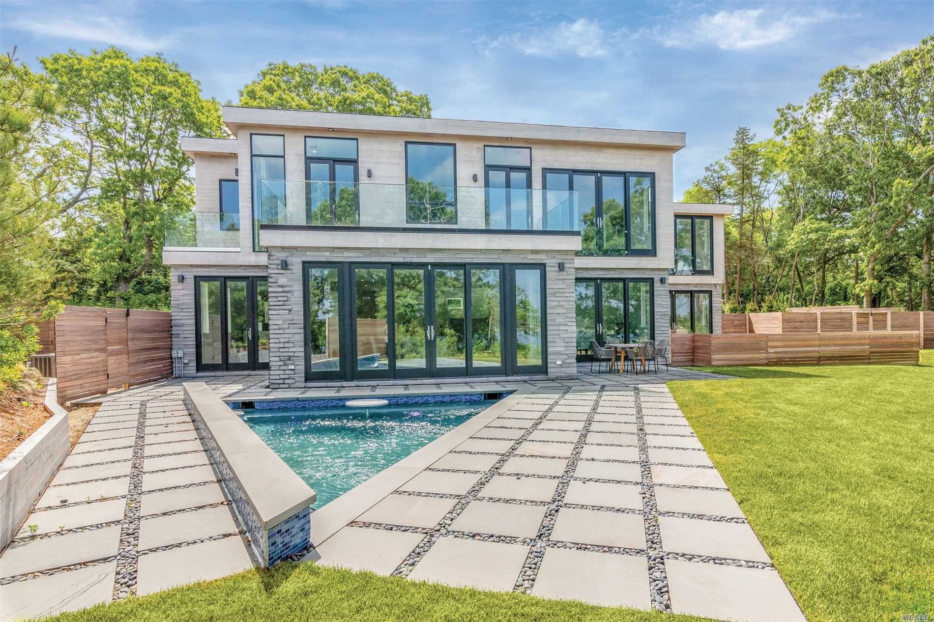 Residential For Sale in 289 Noyack Rd, Southampton, NY ,11968
