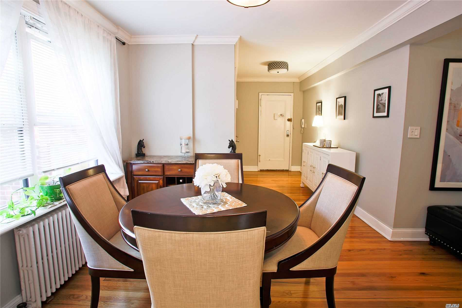 Condominium for sale in 19 Edwards St, Roslyn Heights, NY ,11577