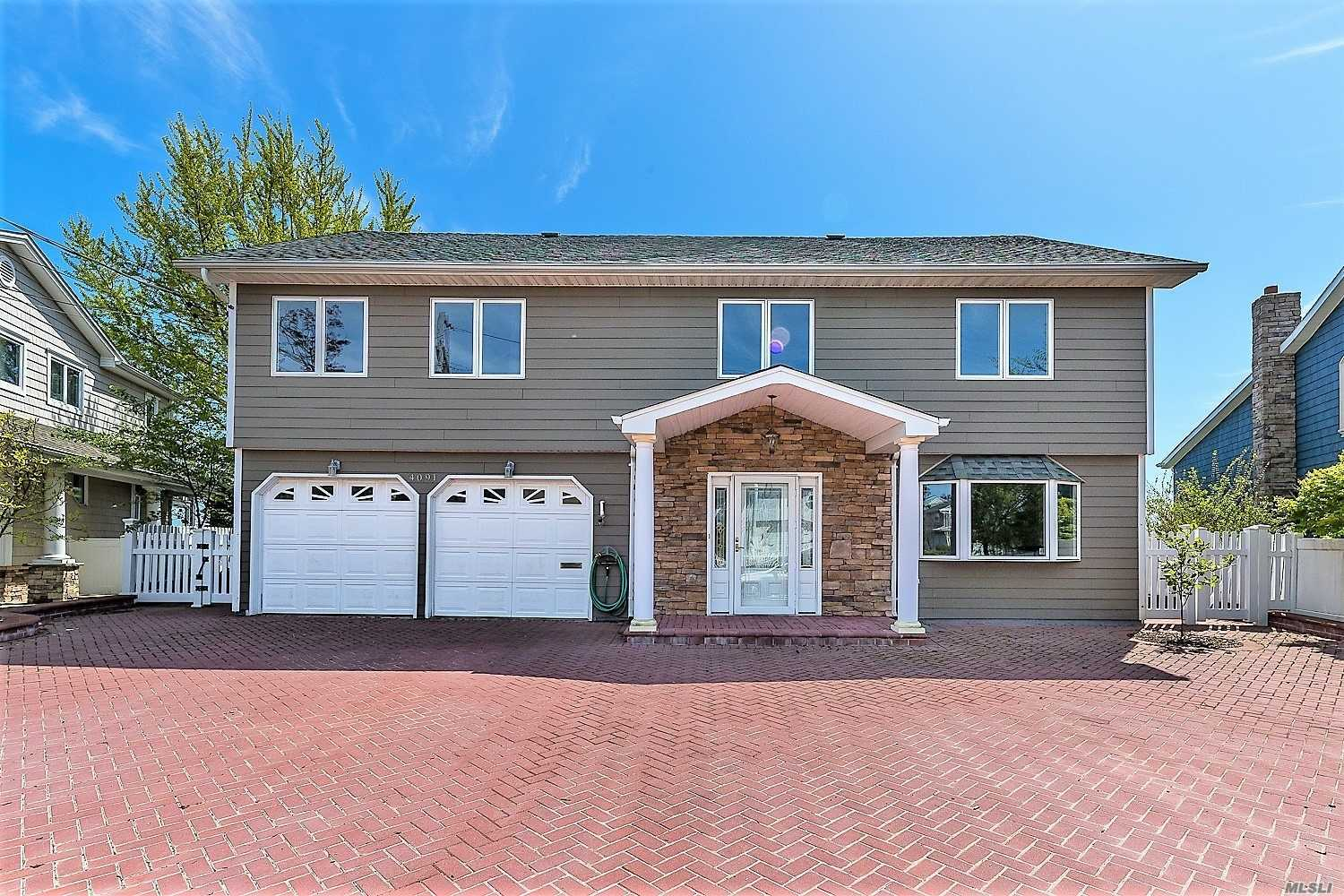 Residential For Sale in 4091 Greentree Dr, Oceanside, NY ,11572
