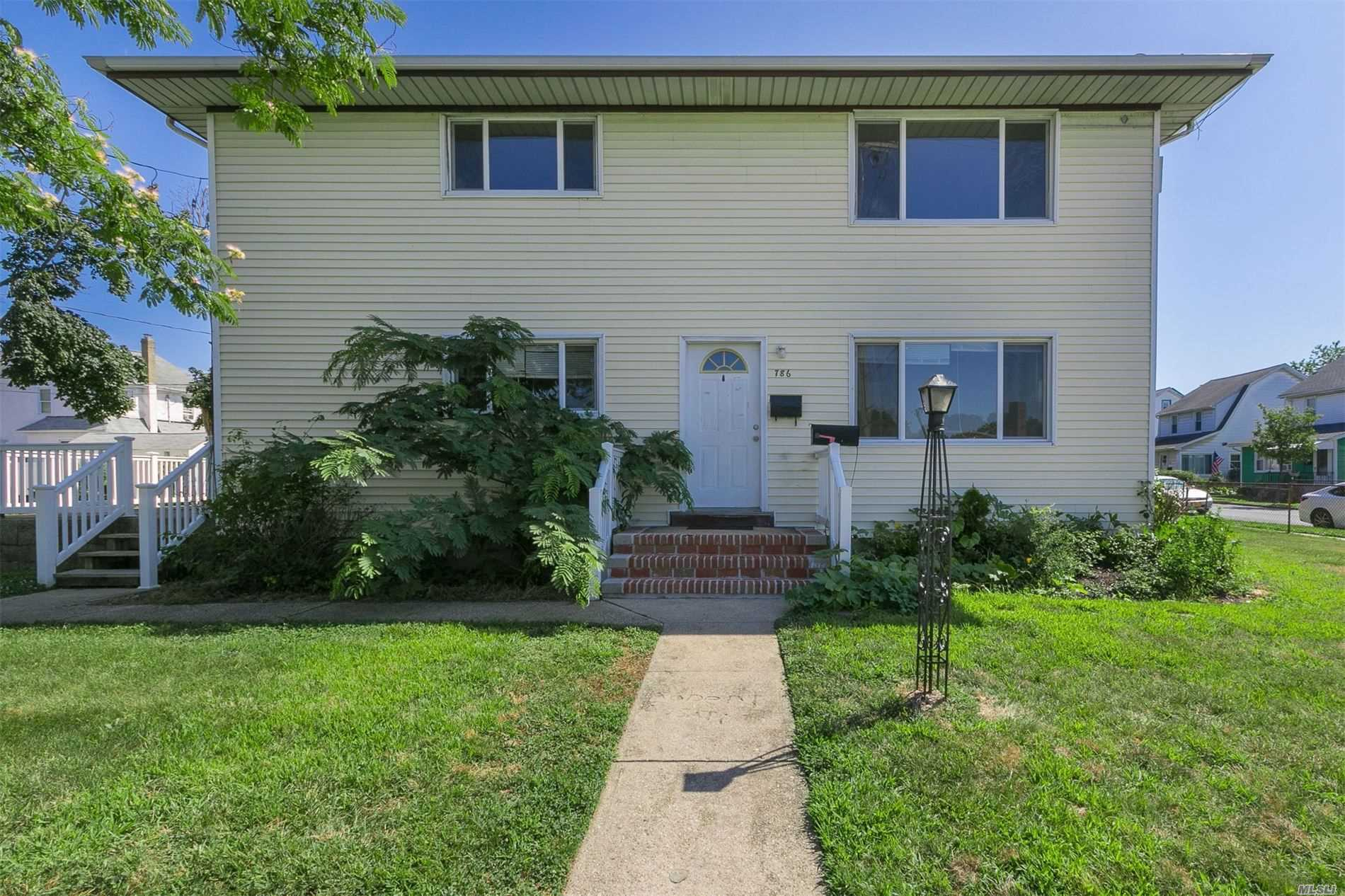 Residential For Sale in 786 Wellwood N Ave, Lindenhurst, NY ,11757