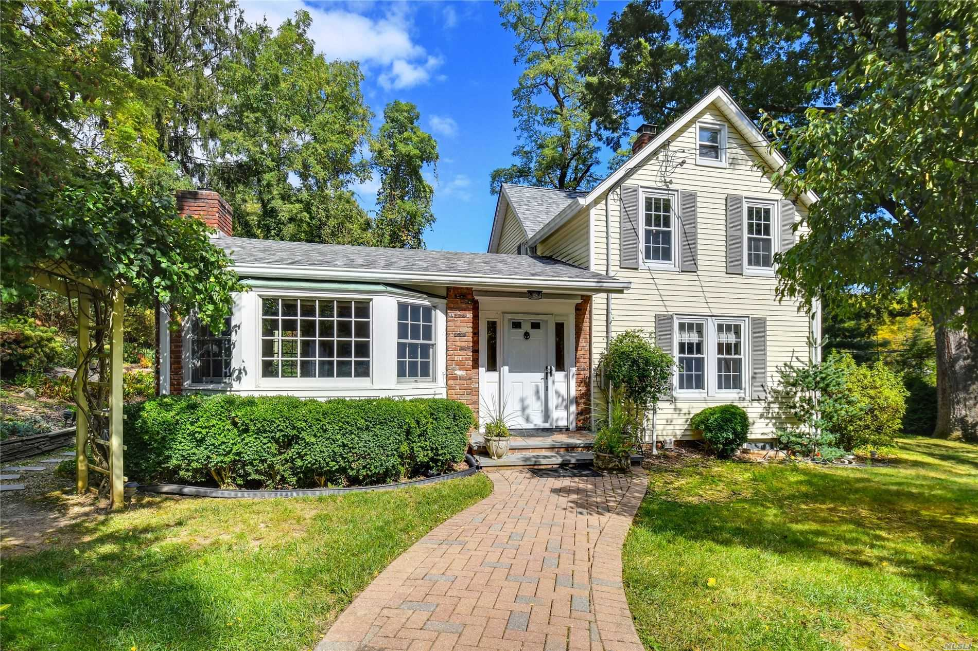 Residential For Sale in 1005 Fort Salonga Rd, Northport, NY ,11768