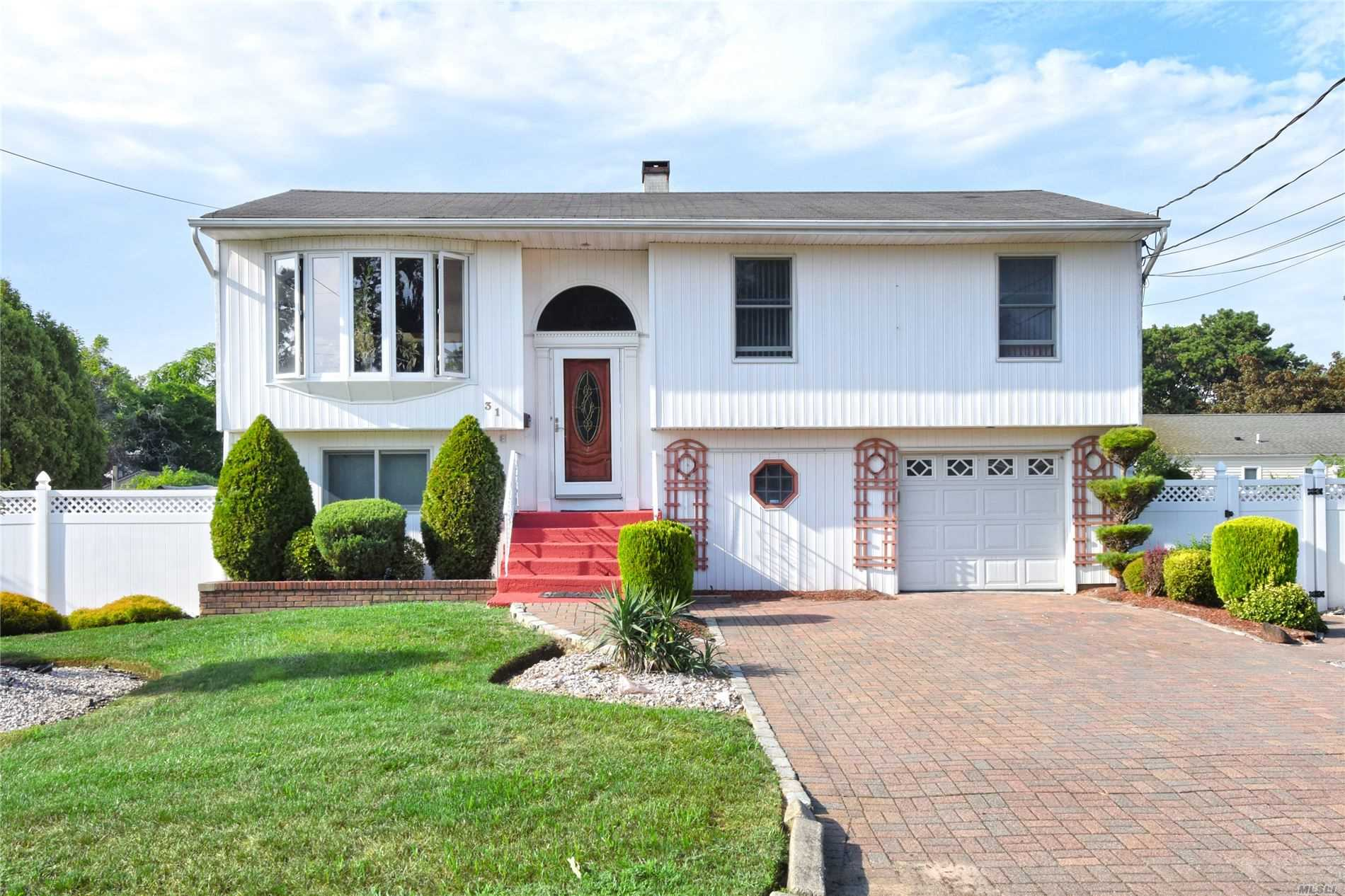 Residential For Sale in 31 Albany St, Deer Park, NY ,11729