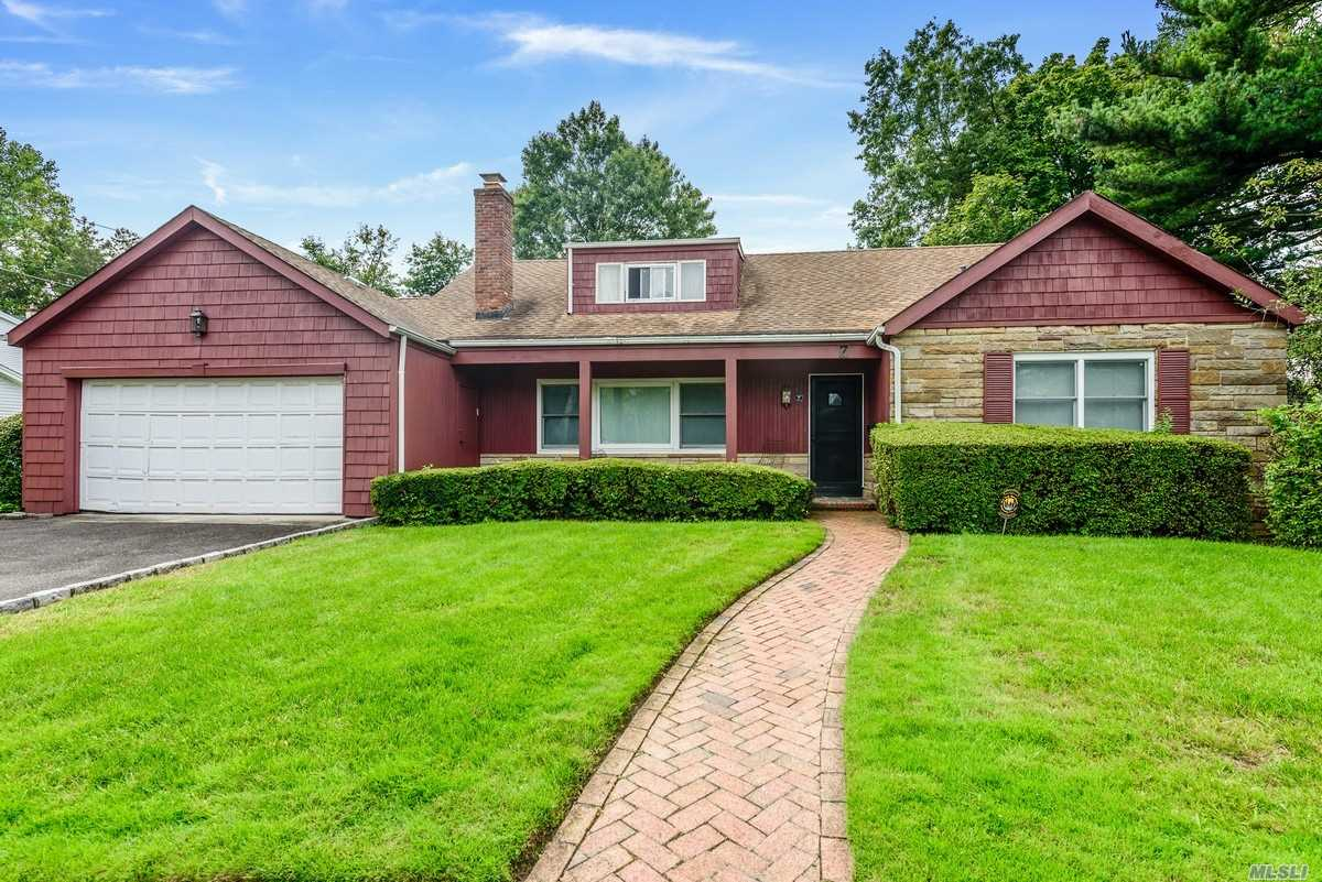 Residential For Sale in 7 Hawthorne Ln, Lawrence, NY ,11559