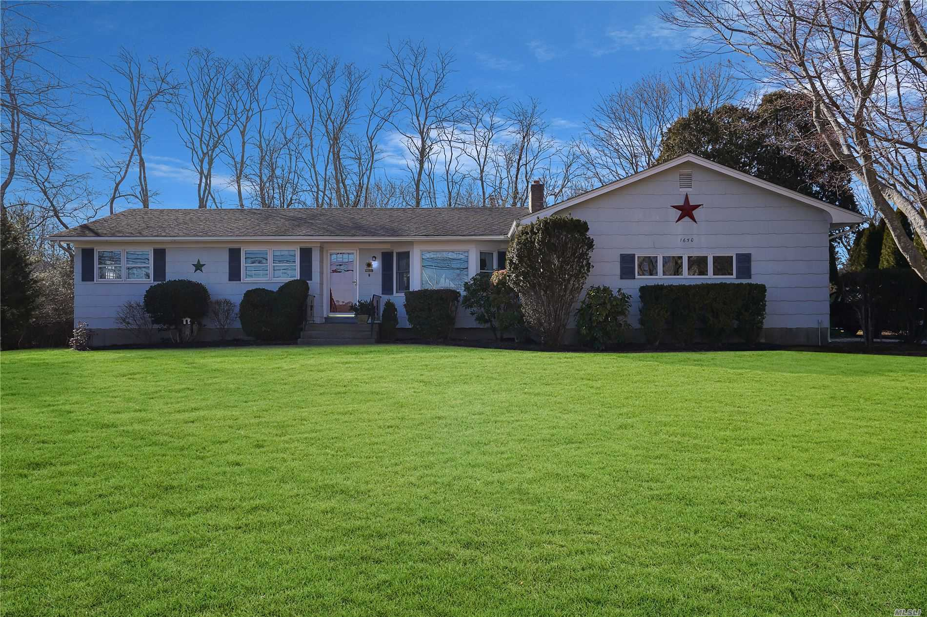 Residential For Sale in 1650 New Suffolk Road, Cutchogue, NY ,11935