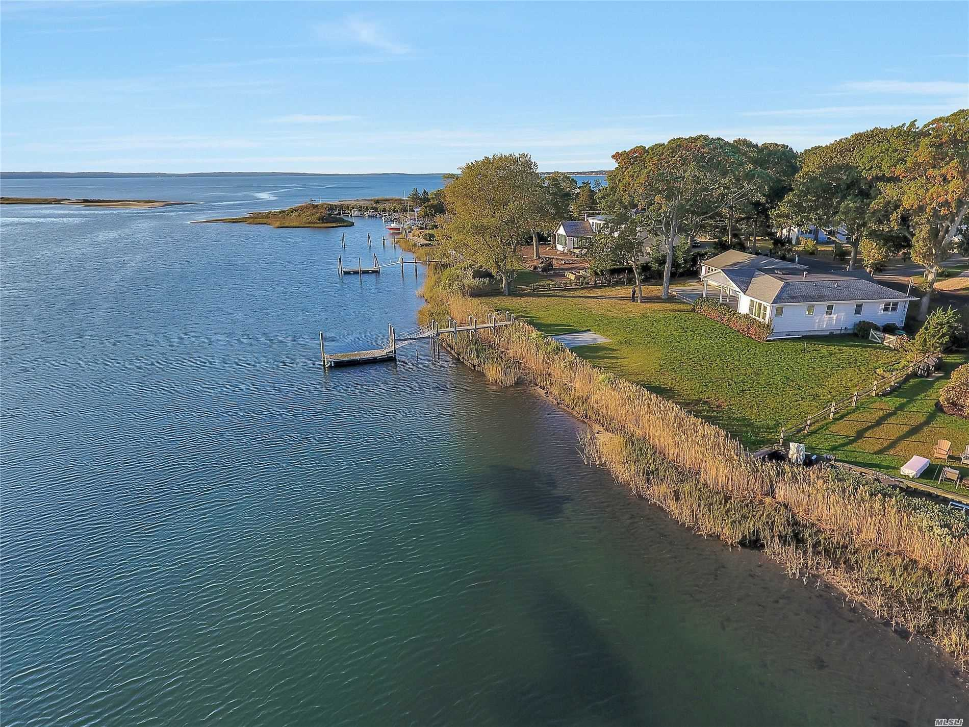 Residential For Sale in 2880 Minnehaha Blvd, Southold, NY ,11971
