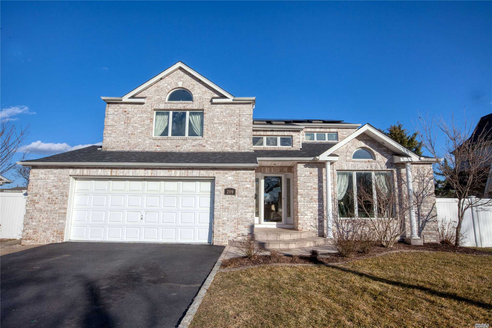 Residential For Sale in 209 Islip W Rd, West Islip, NY ,11795