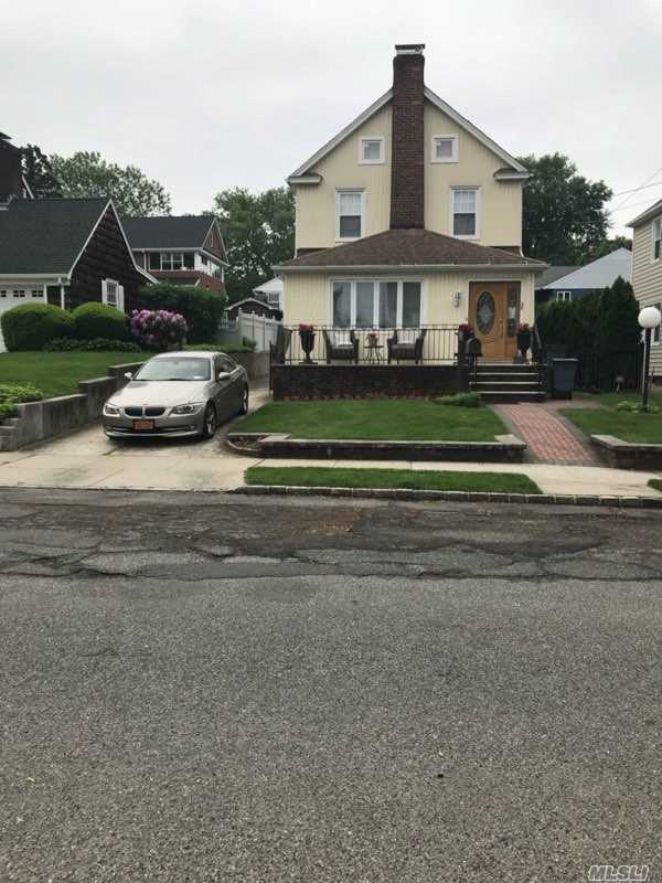 Residential For Sale in 28 Highland Pl, Great Neck, NY ,11020
