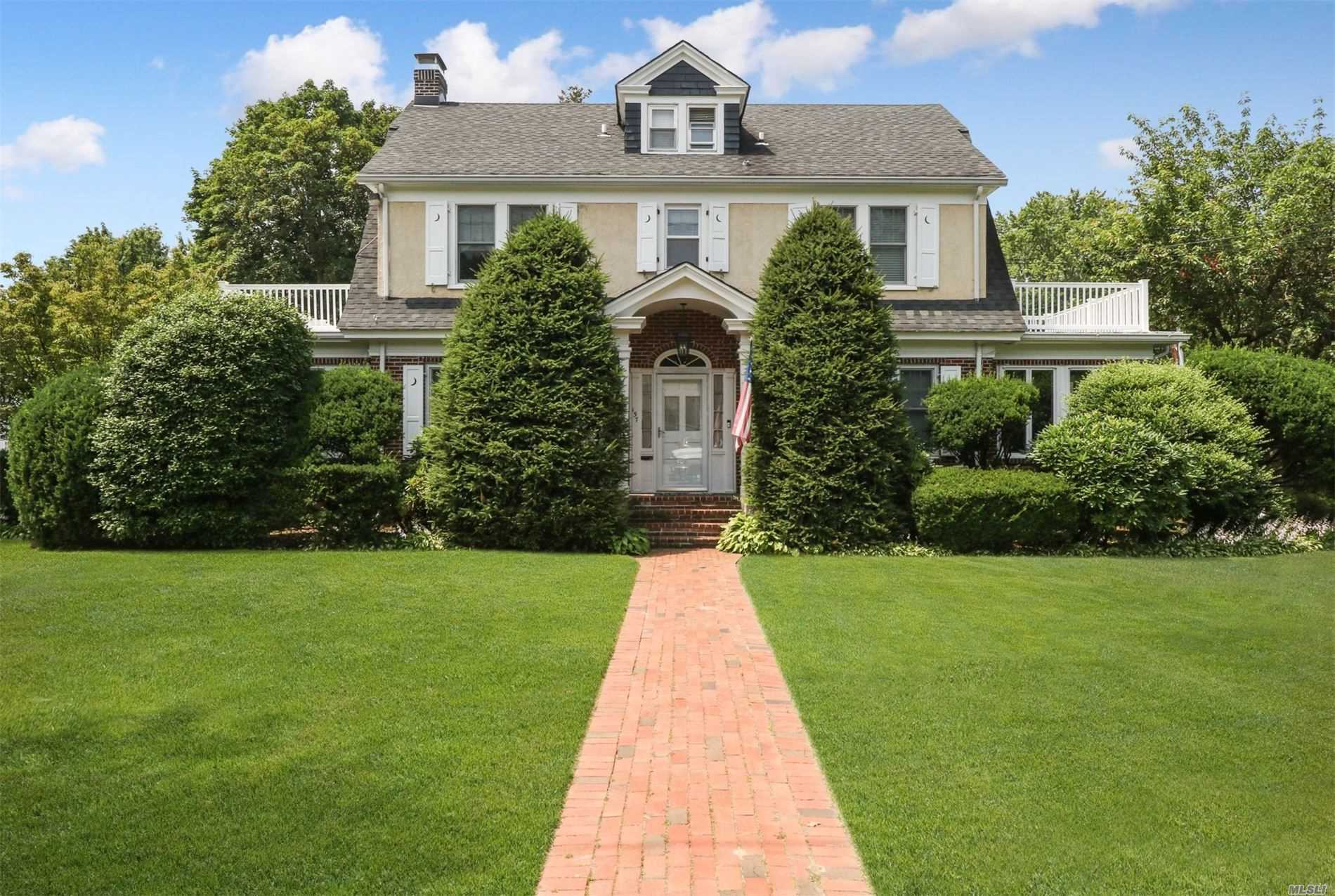 Residential For Sale in 157 Clinton Ave, Huntington, NY ,11743