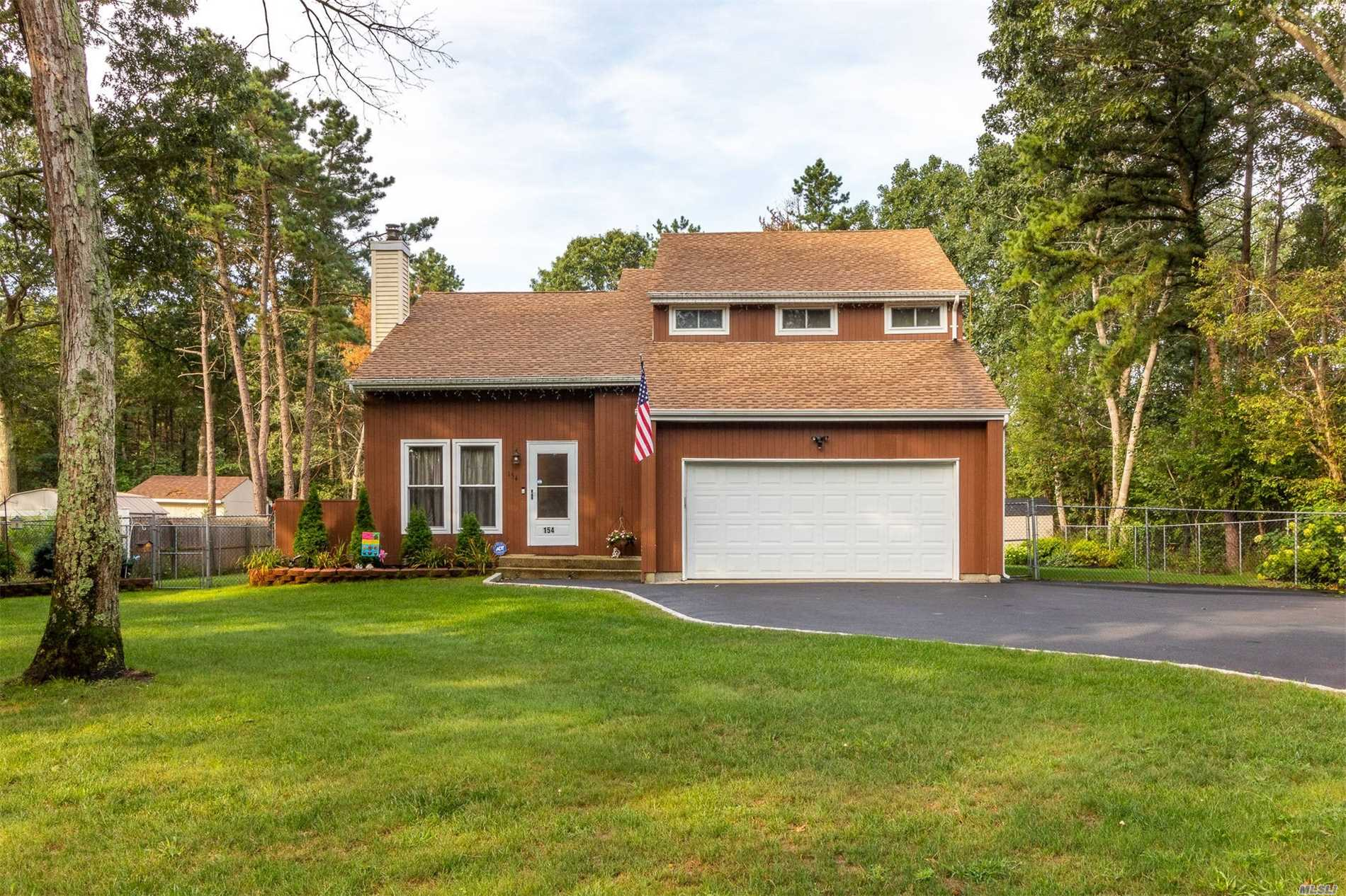 Residential For Sale in 154 Gerard Rd, Yaphank, NY ,11980