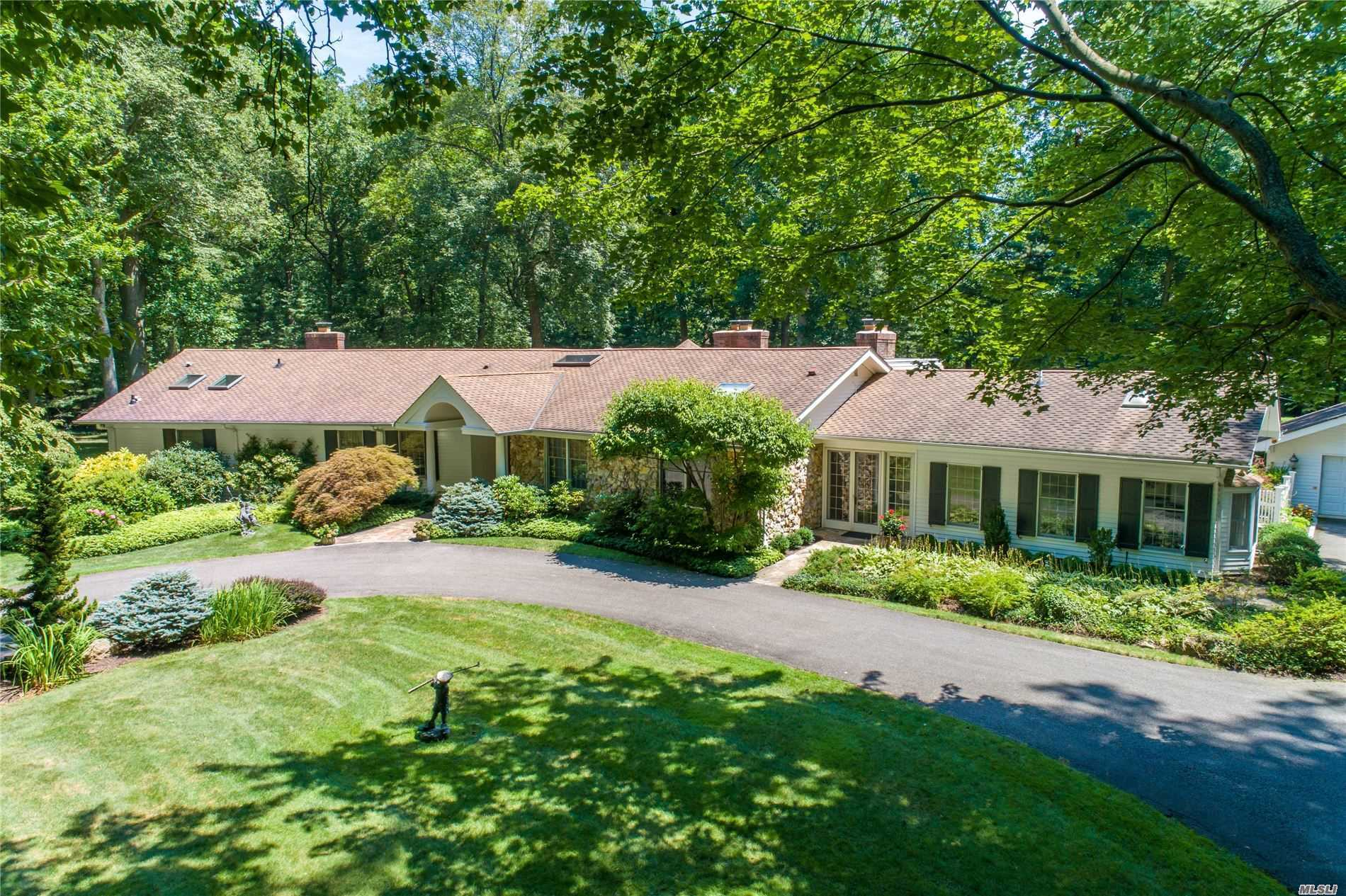 Residential For Sale in 10 Tulip Dr, Lloyd Neck, NY ,11743