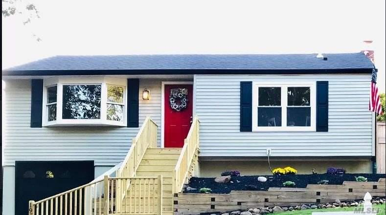 Residential For Sale in 19 Hawthorne Rd, Rocky Point, NY ,11778