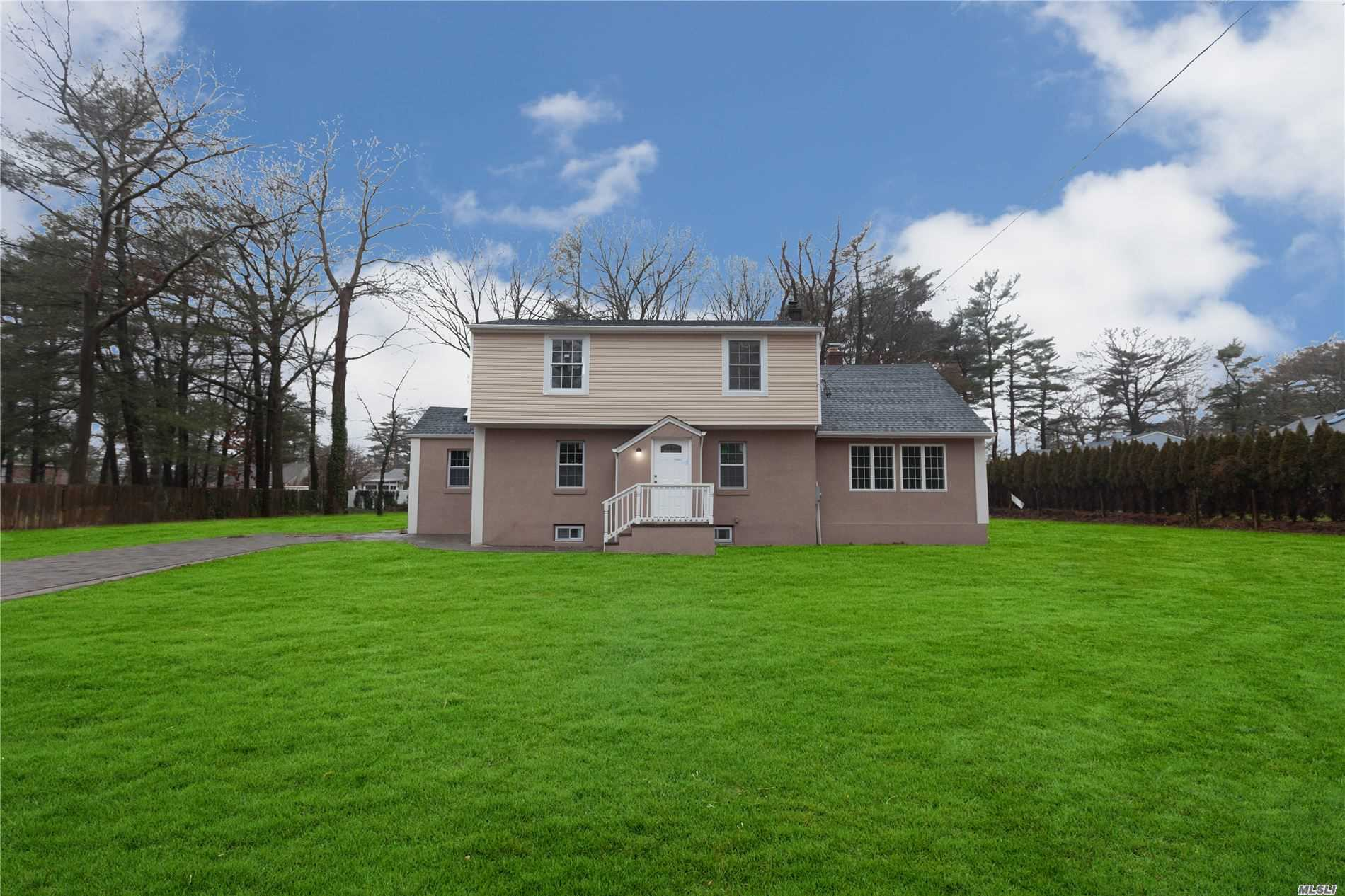 Residential For Sale in 38 Brentwood Pkwy, Brentwood, NY ,11717