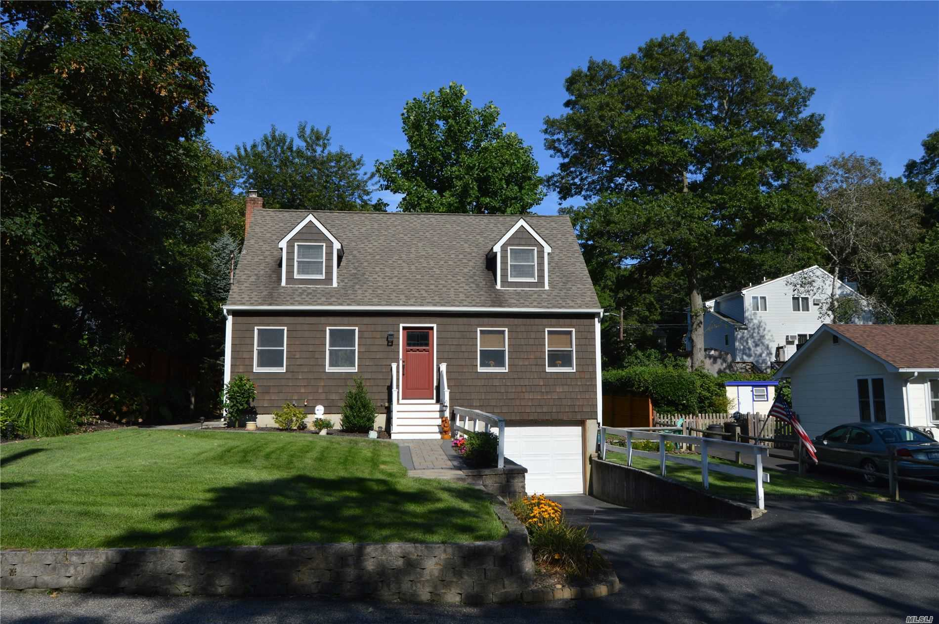 Residential For Sale in 73 Mitchell Dr, Sound Beach, NY ,11789