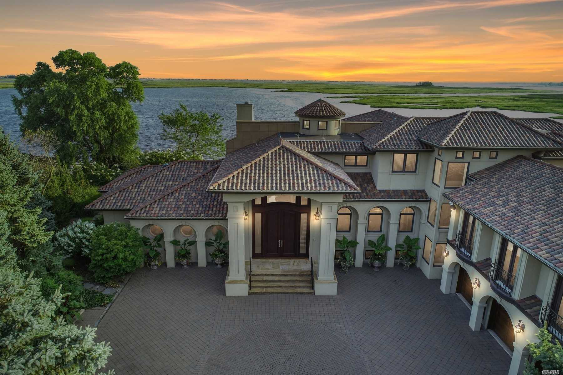 Residential For Sale in 946 Wateredge Pl, Hewlett Harbor, NY ,11557