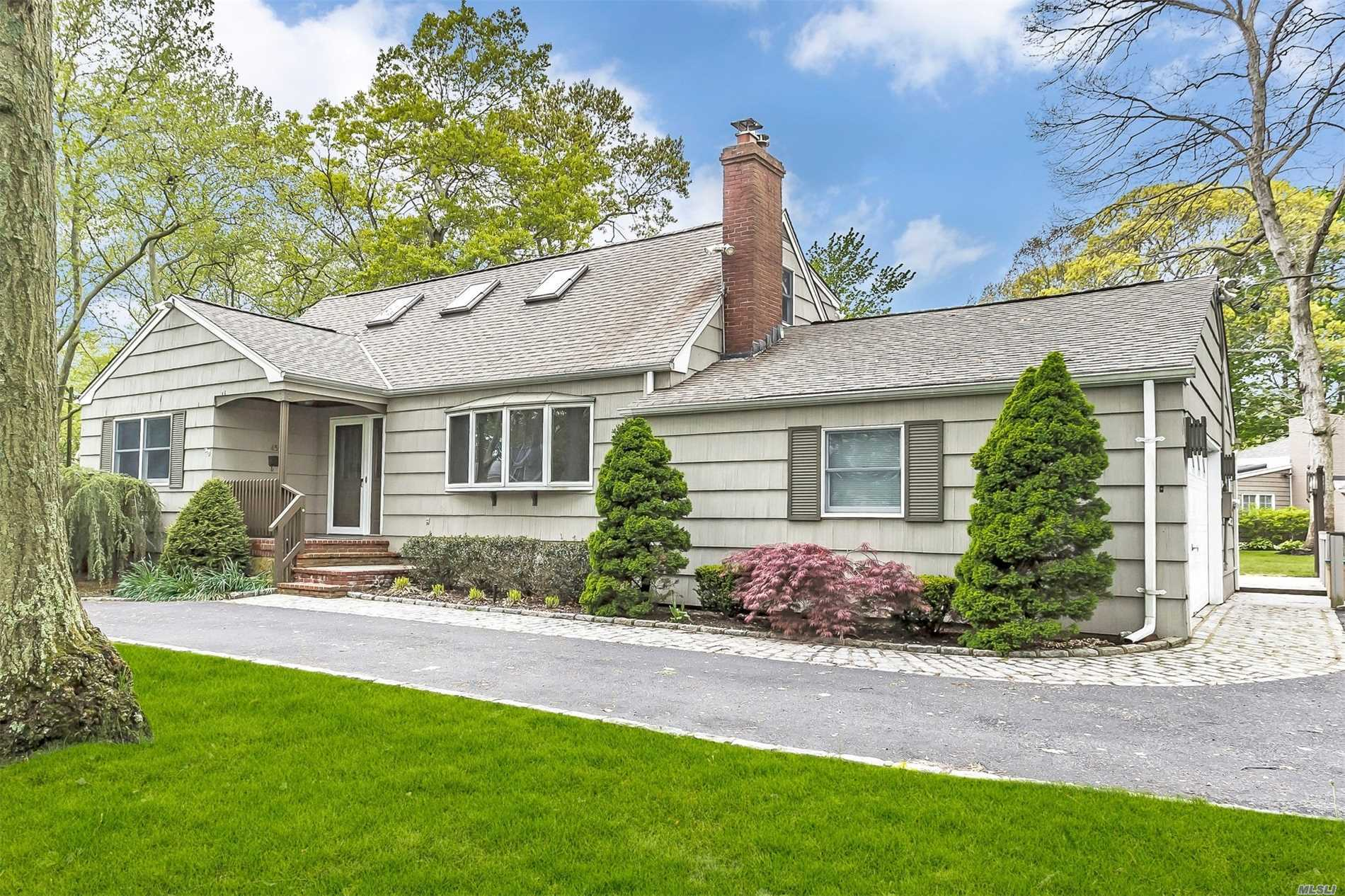 Residential For Sale in 455 Lombardy Blvd, Brightwaters, NY ,11718