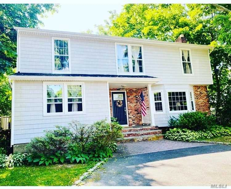 Residential For Sale in 3 Hahl Ln, East Norwich, NY ,11732