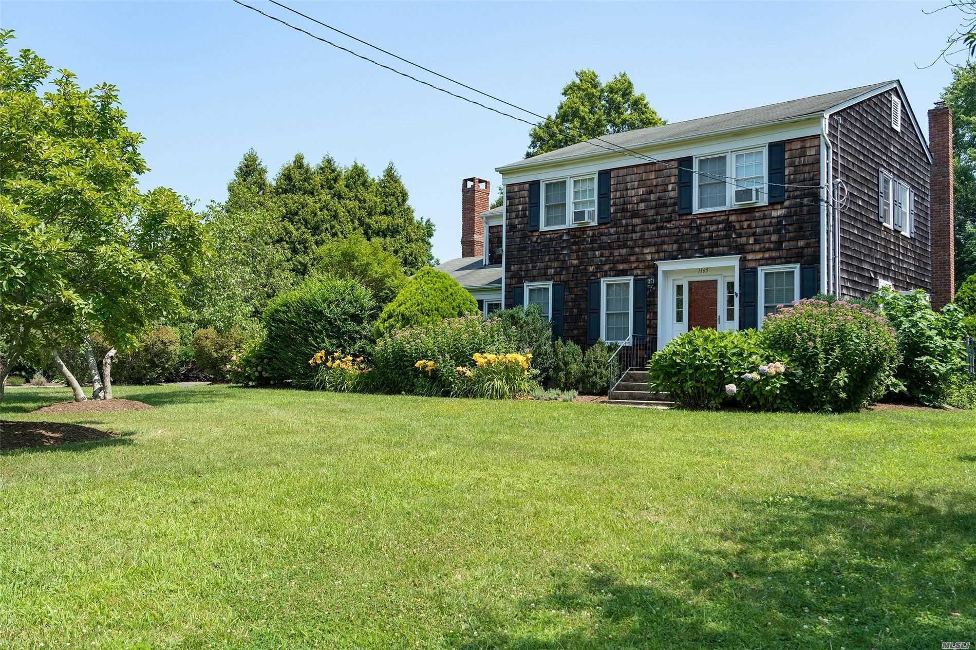 Residential For Sale in 1165 Theresa Dr, Mattituck, NY ,11952
