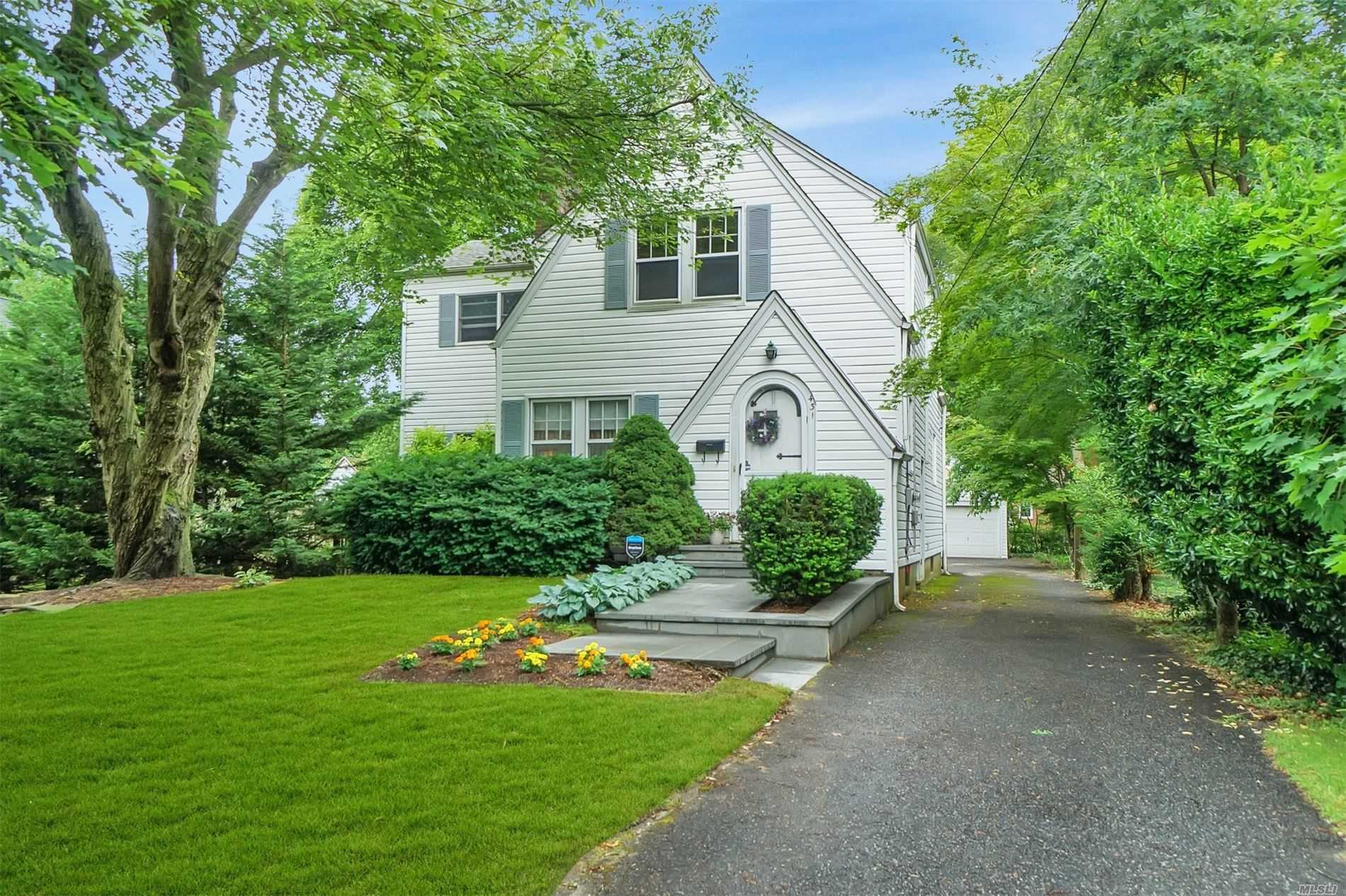 Residential For Sale in 431 Peters Blvd, Brightwaters, NY ,11718