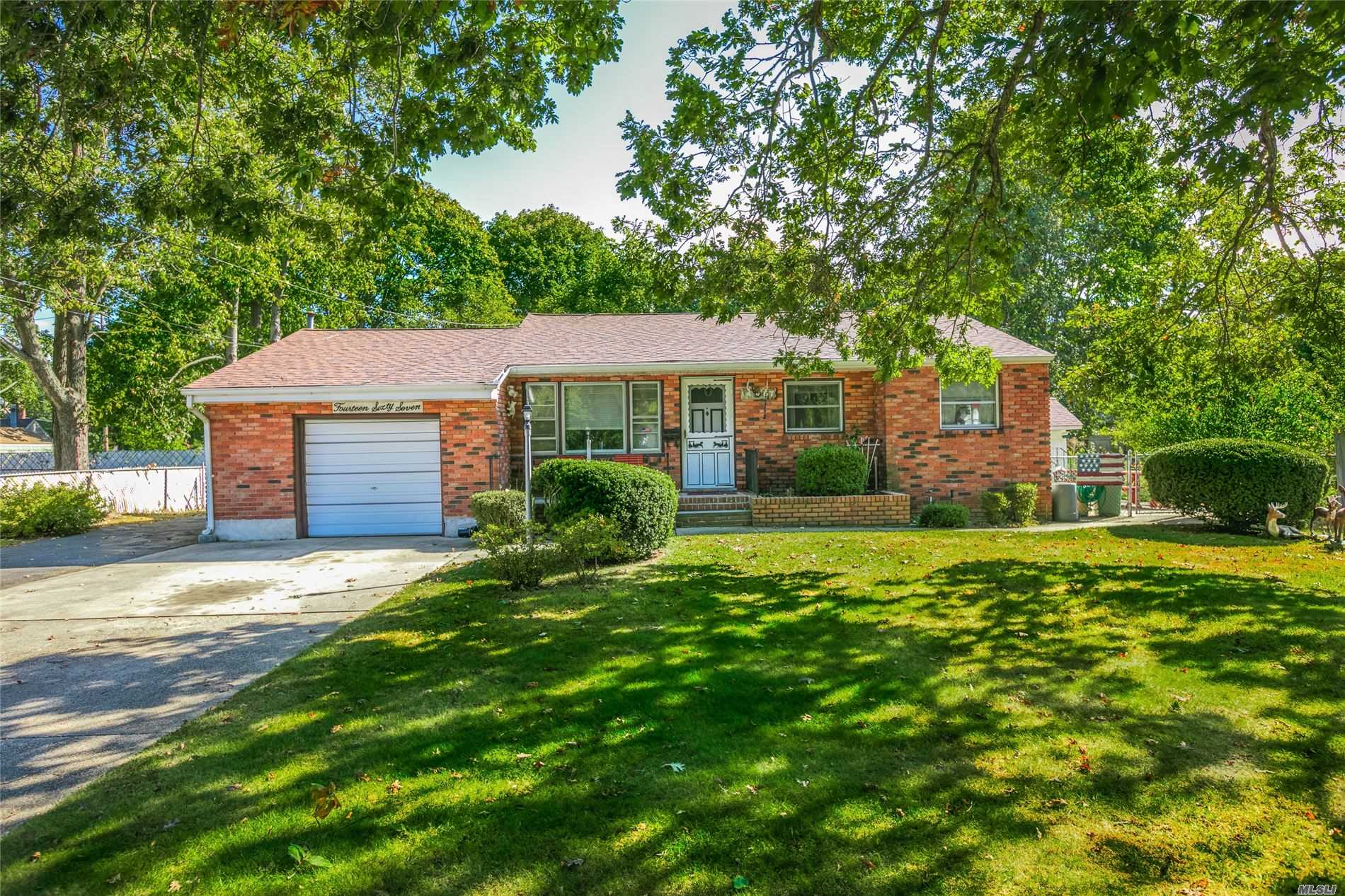 Residential For Sale in 1467 Richland Blvd, Bay Shore, NY ,11706