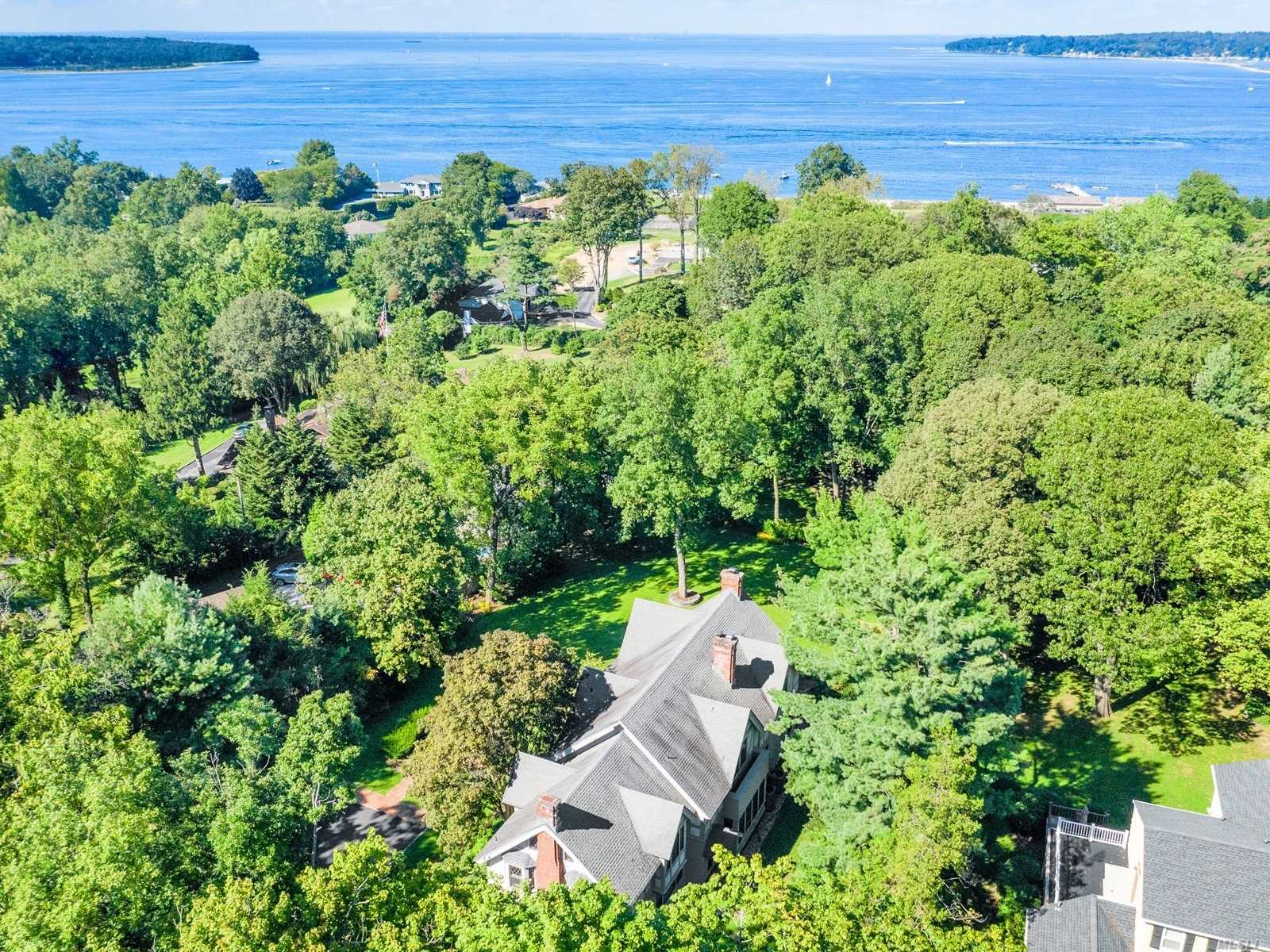 Residential For Sale in 200 Bay Ave, Huntington Bay, NY ,11743