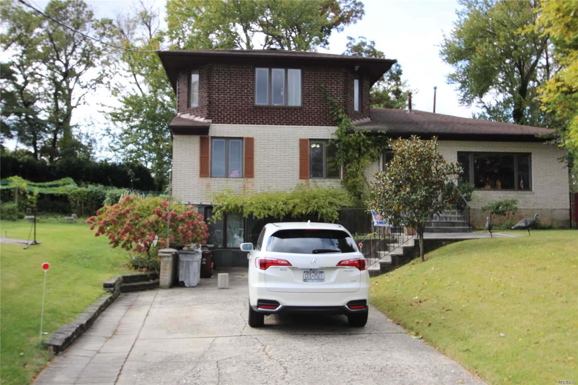 Residential For Sale in 198-46 Epsom Cors, Holliswood, NY ,11423