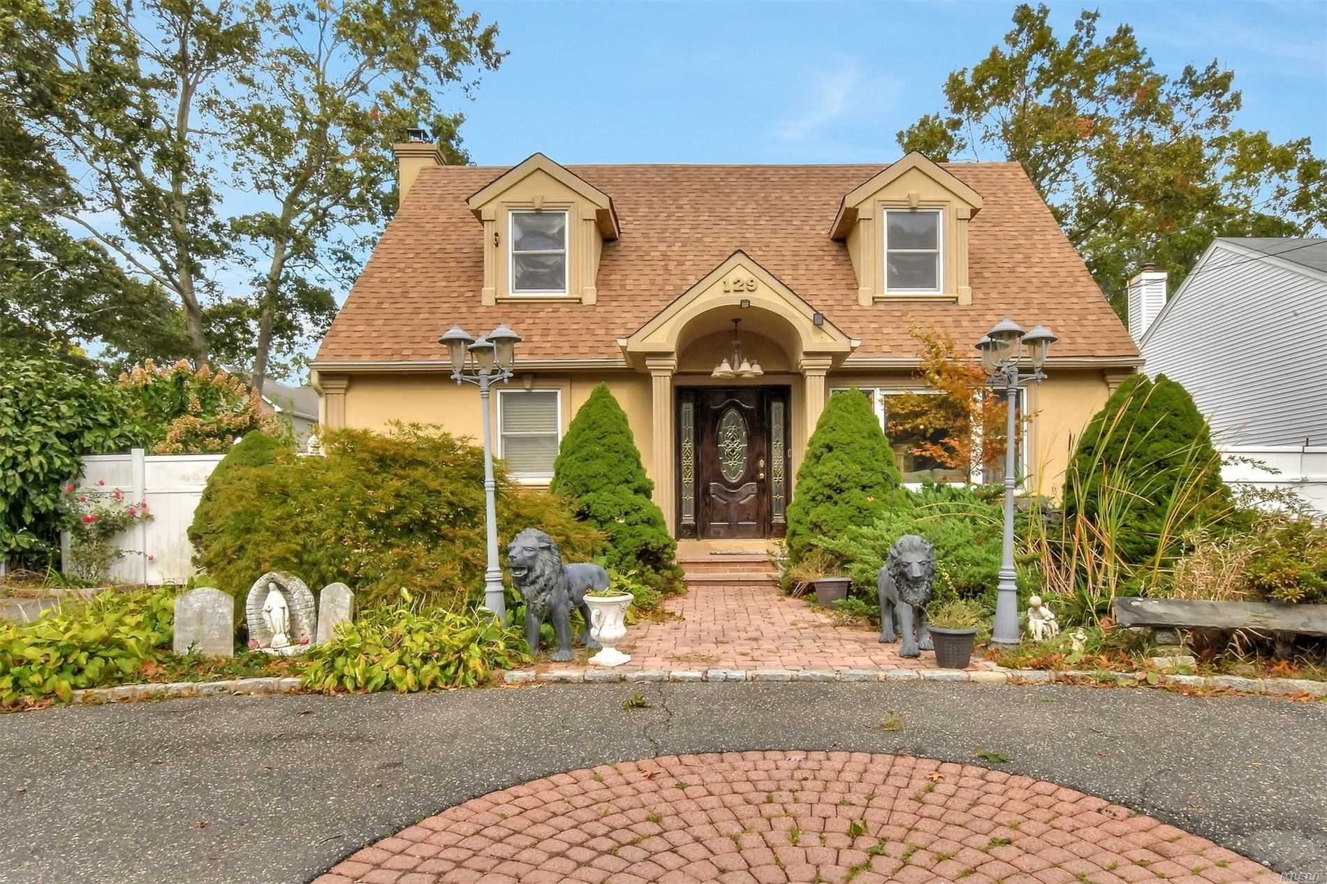 Residential For Sale in 129 Colin Dr, Yaphank, NY ,11967