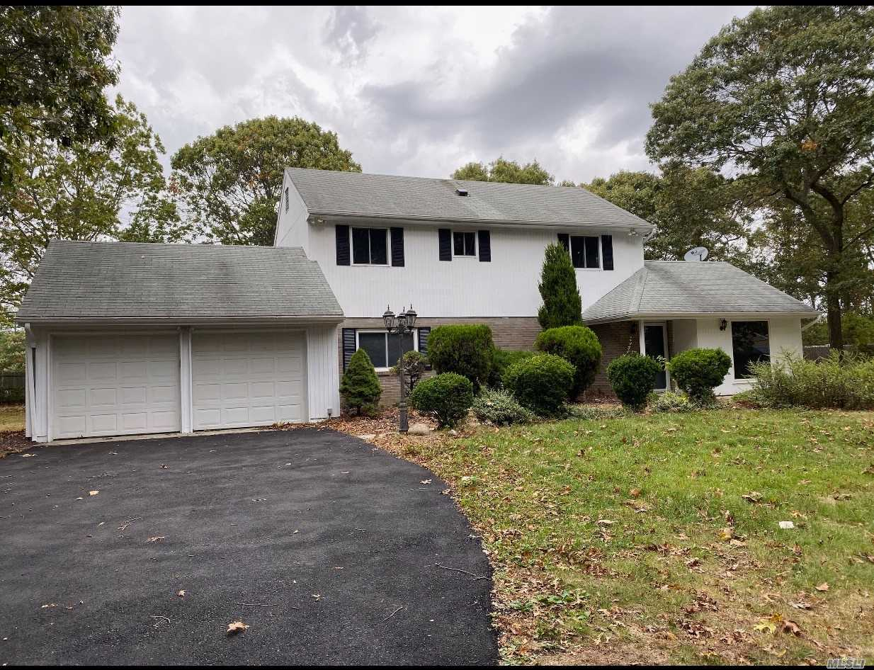 Residential For Sale in 1A Revlon Ct, Holtsville, NY ,11742