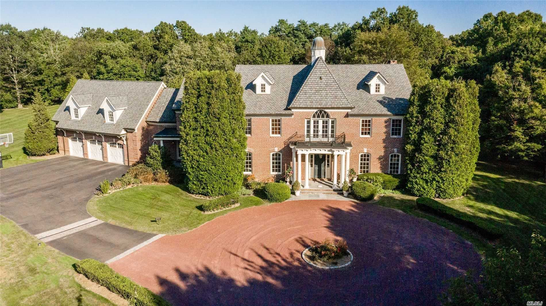 Residential For Sale in 3 Orchard Lane, Old Westbury, NY ,11568