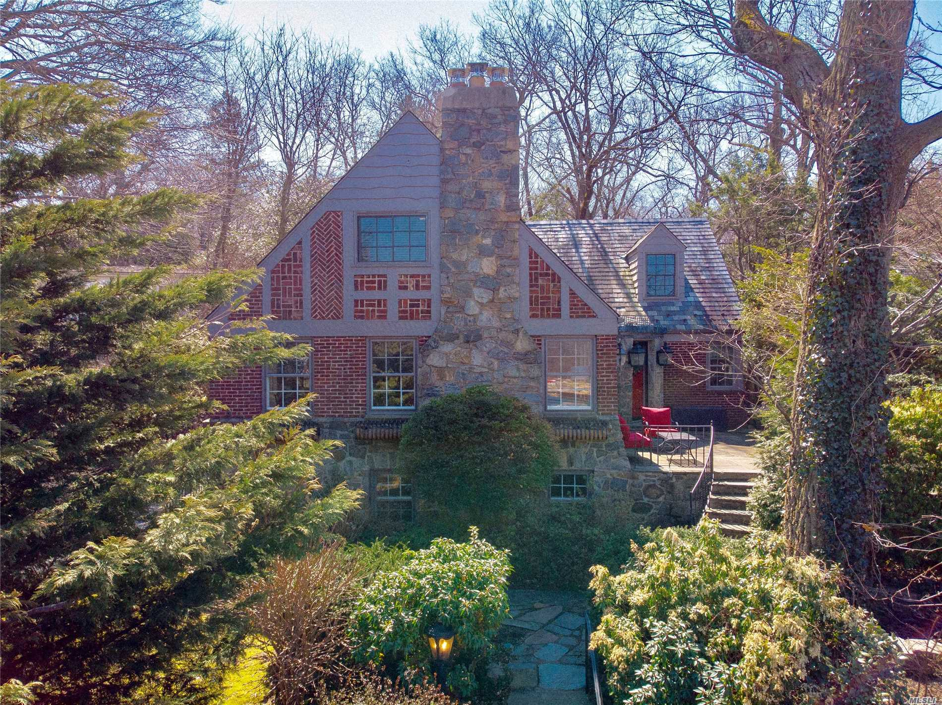 Residential For Sale in 21 Prospect Ave, Sea Cliff, NY ,11579