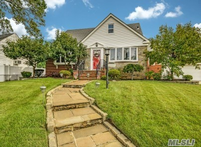 Residential For Sale in 155 William St, Valley Stream, NY ,11580