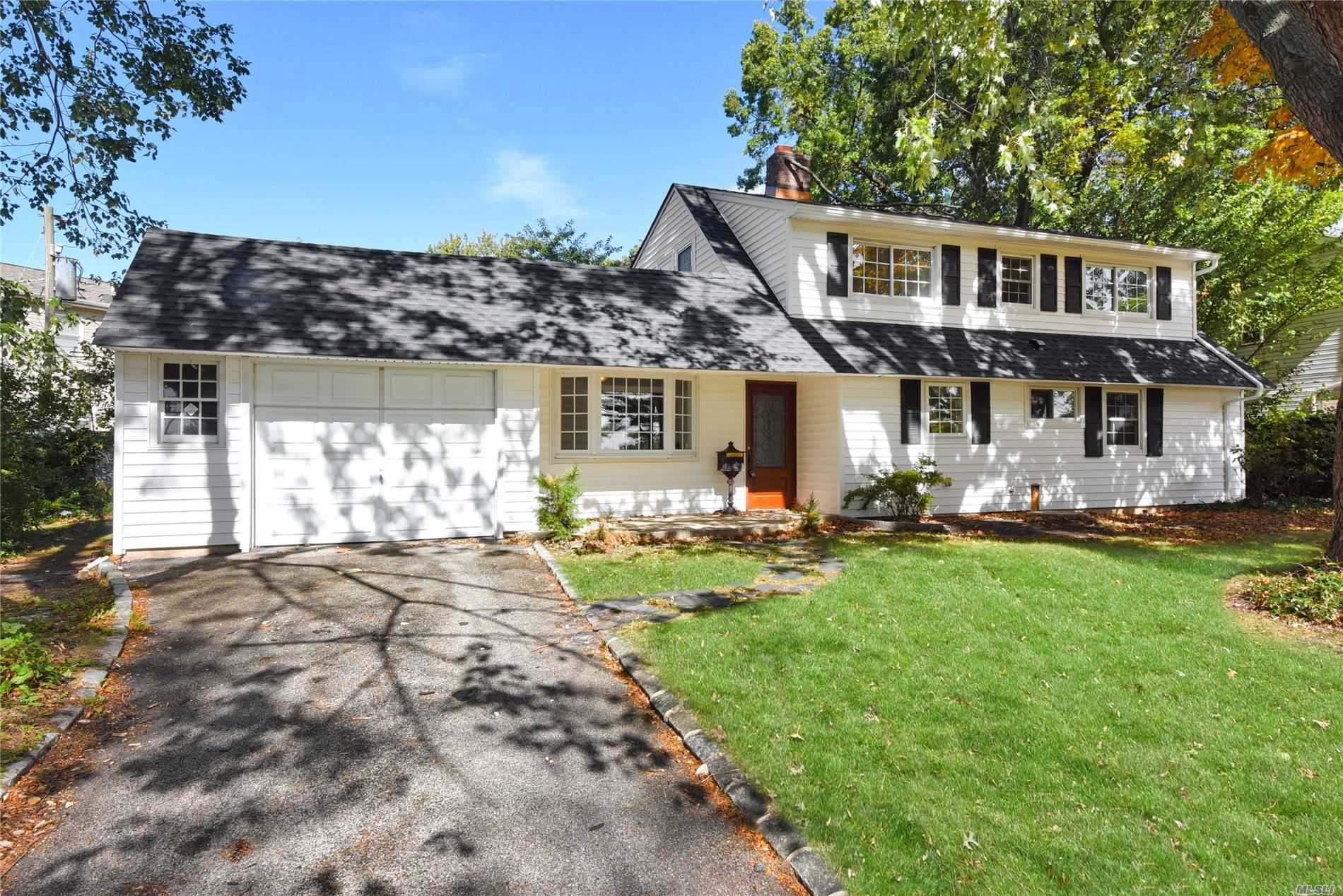 Residential For Sale in 1967 Salisbury Park Dr, Westbury, NY ,11590