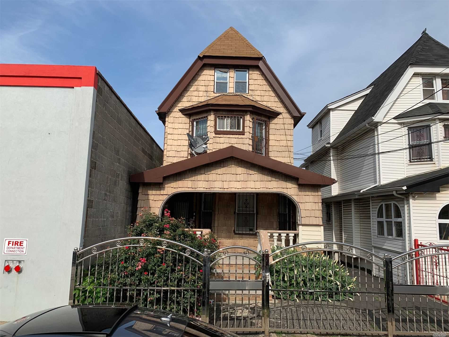 Residential For Sale in 94-11 134th St, Richmond Hill S., NY ,11419