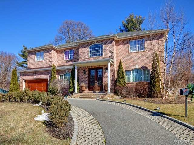 Residential For Sale in 117 Parkway Drive, Roslyn Heights, NY ,11577