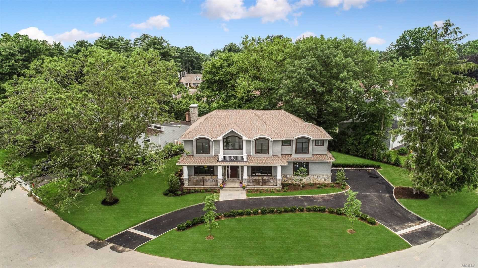 Residential For Sale in 73 Westwood Cir, East Hills, NY ,11577