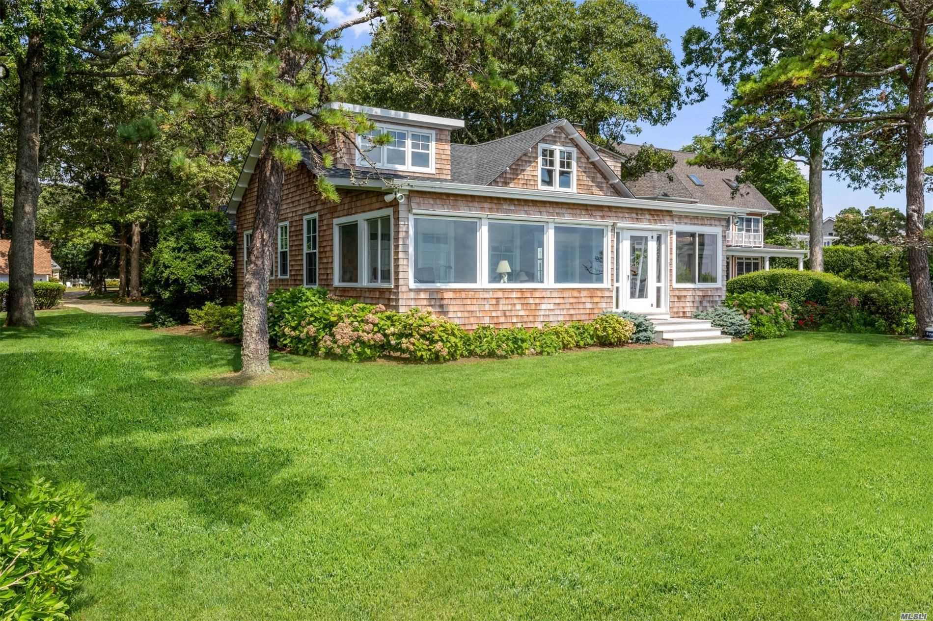 Residential For Sale in 8070 Peconic Bay Blvd, Laurel, NY ,11948