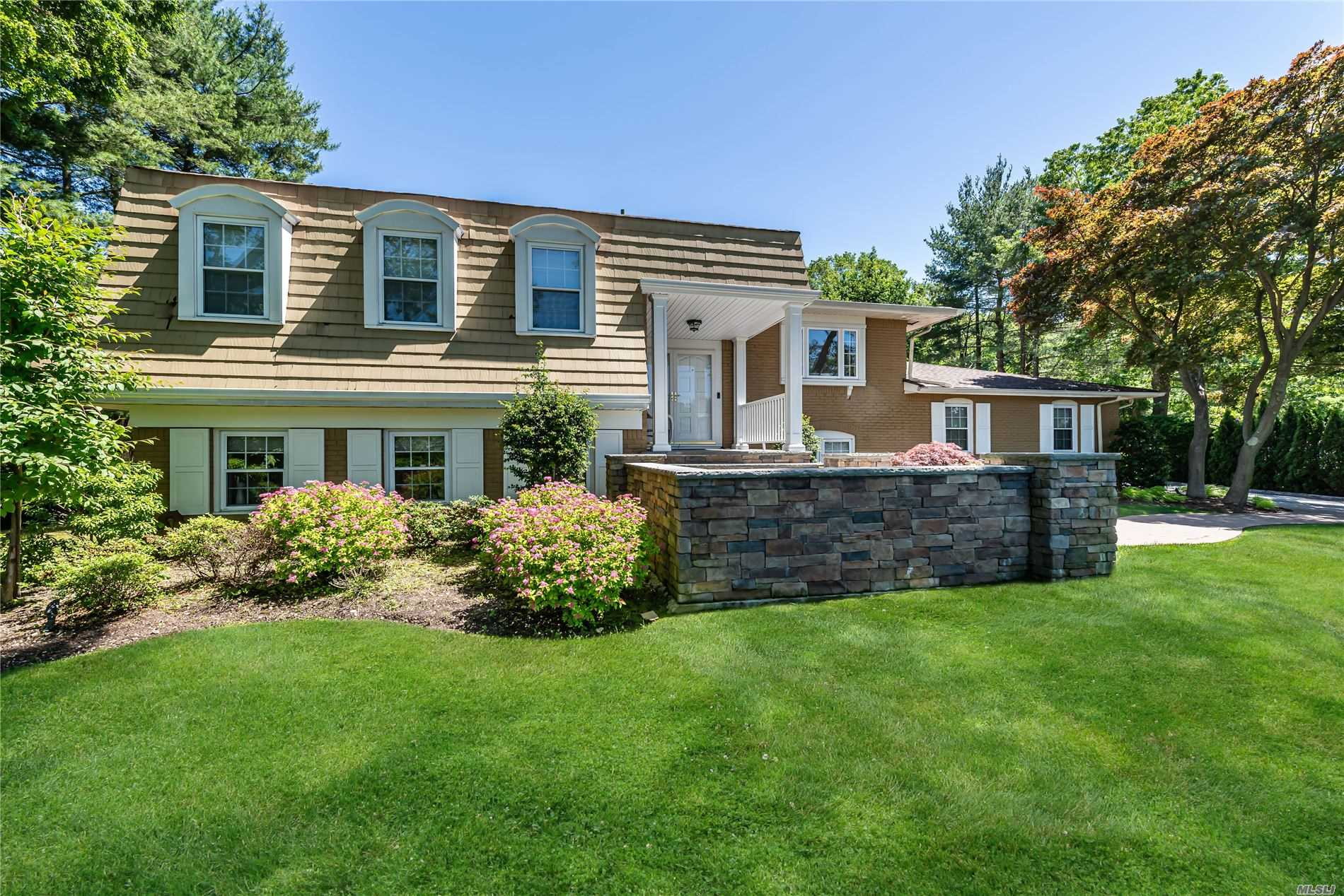 Residential For Sale in 151 Bristol Dr, Woodbury, NY ,11797
