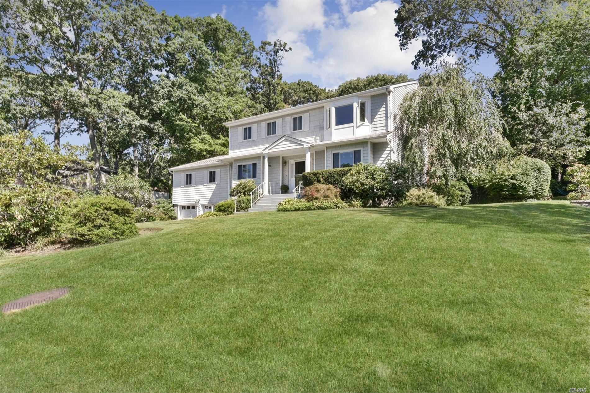 Residential For Sale in 10 Creek Ridge Rd, Bayville, NY ,11709