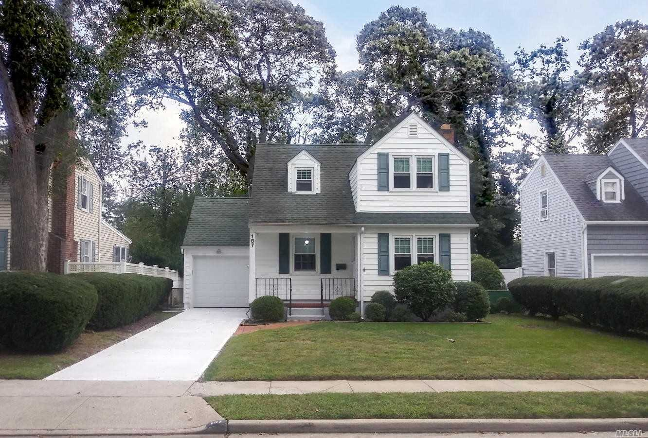 Residential For Sale in 187 Bedford Ave, Merrick, NY ,11566