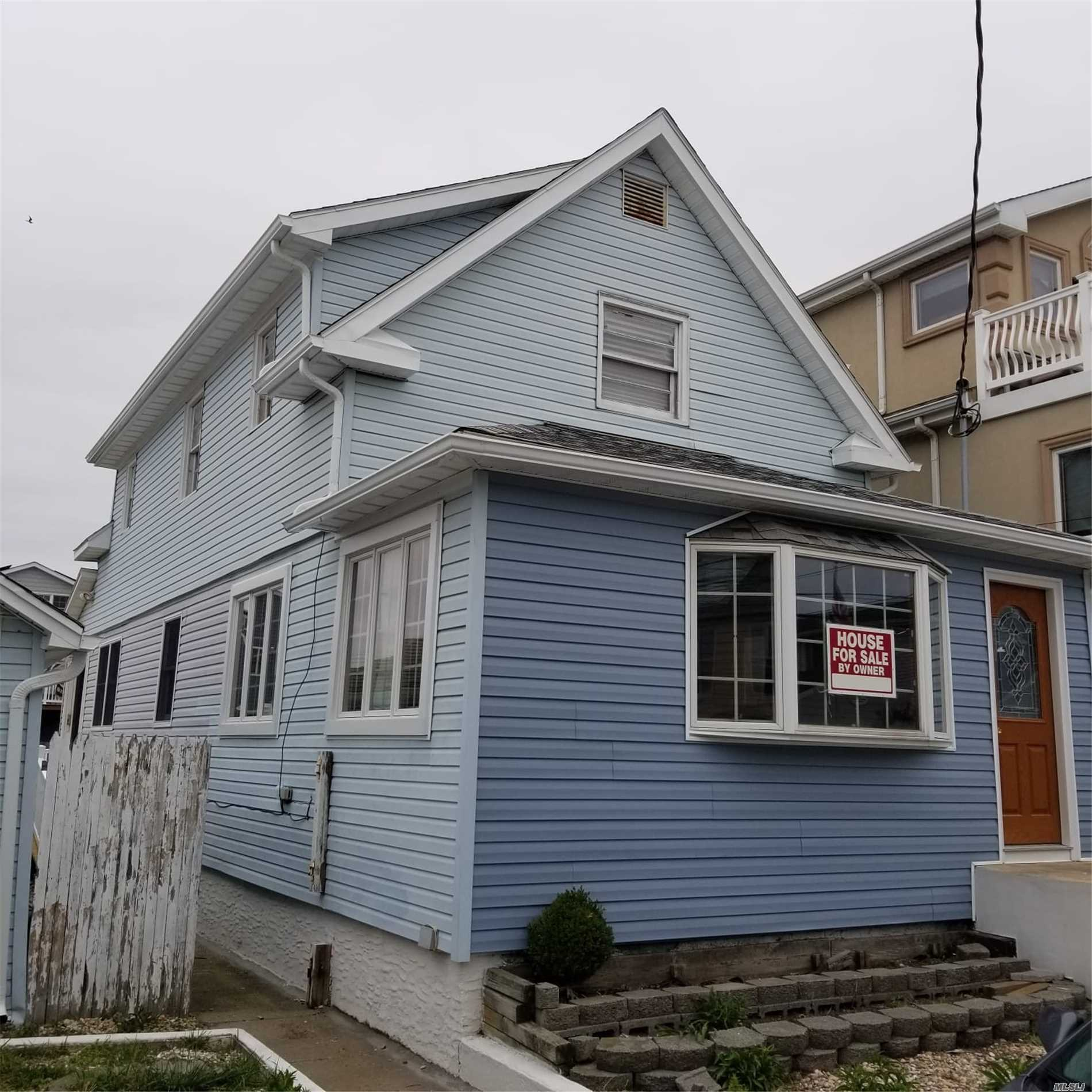 Residential For Sale in 39 14th W Rd, Broad Channel, NY ,11693