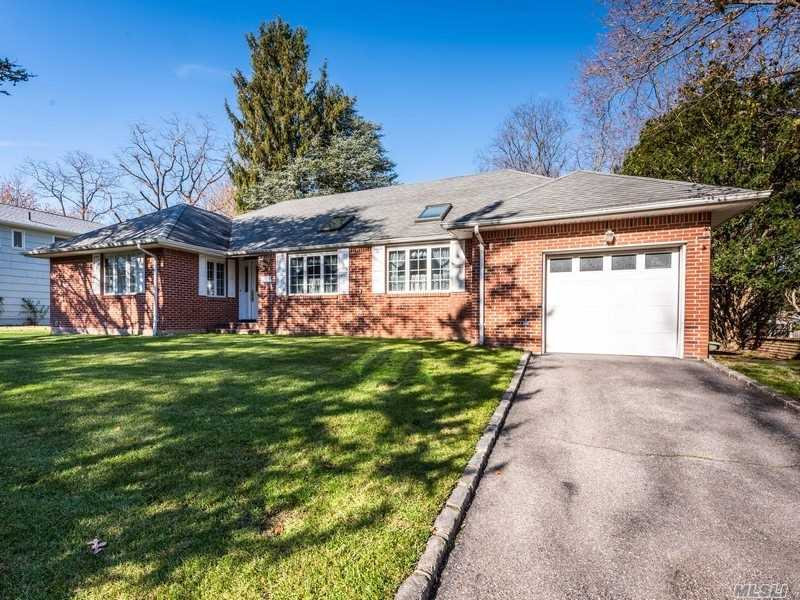 Residential For Sale in 23 Beacon Dr, Port Washington, NY ,11050