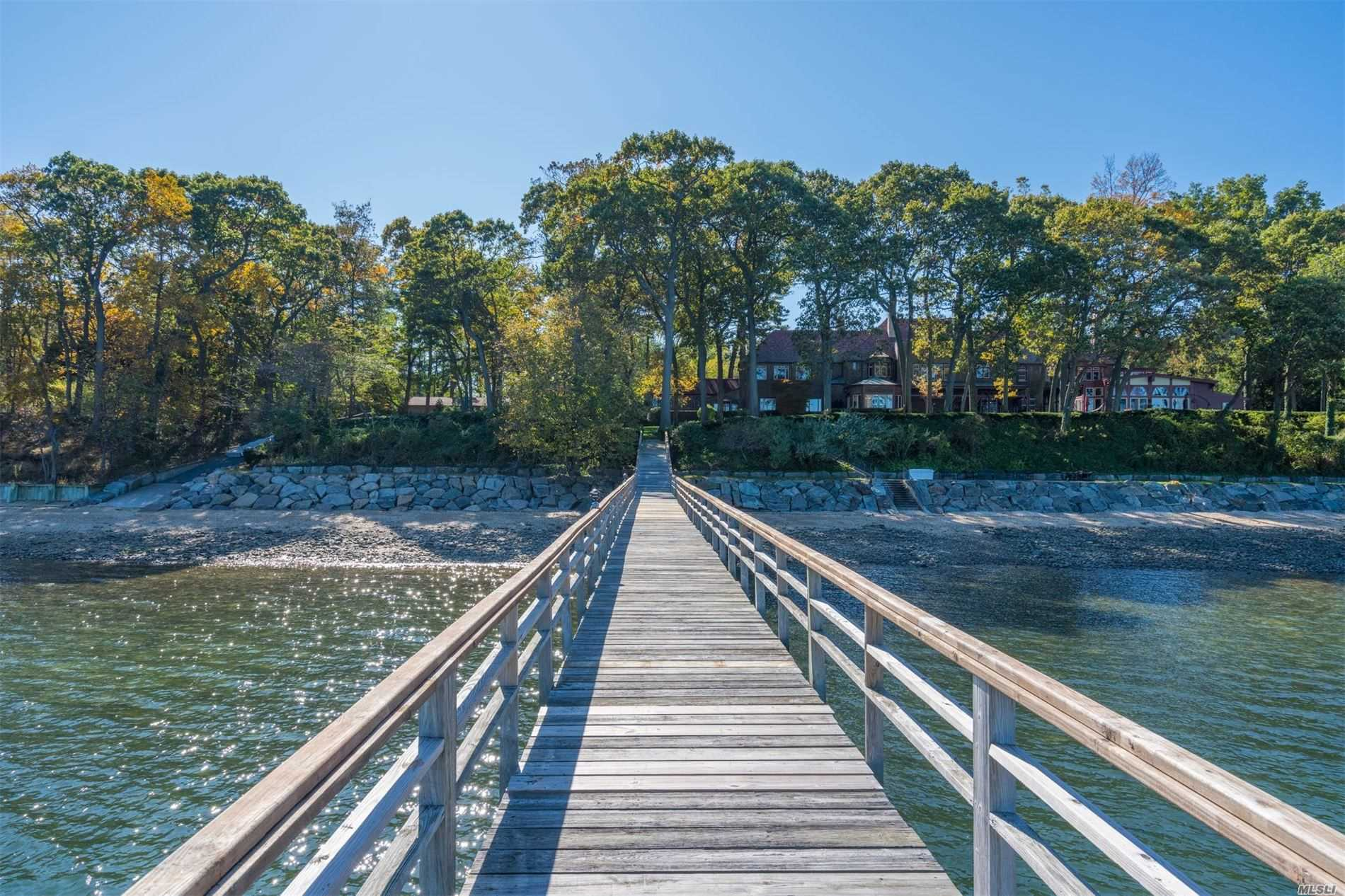 Residential For Sale in 17 Quail Hill Rd, Lloyd Harbor, NY ,11743