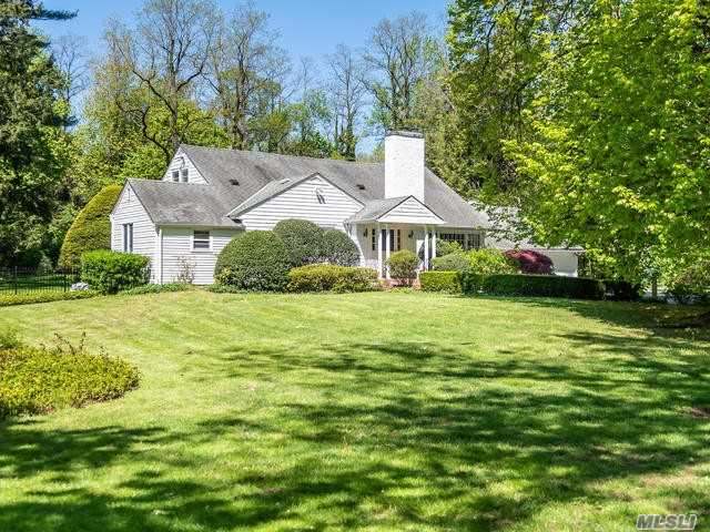 Residential For Sale in 205 Bayville Rd, Locust Valley, NY ,11560