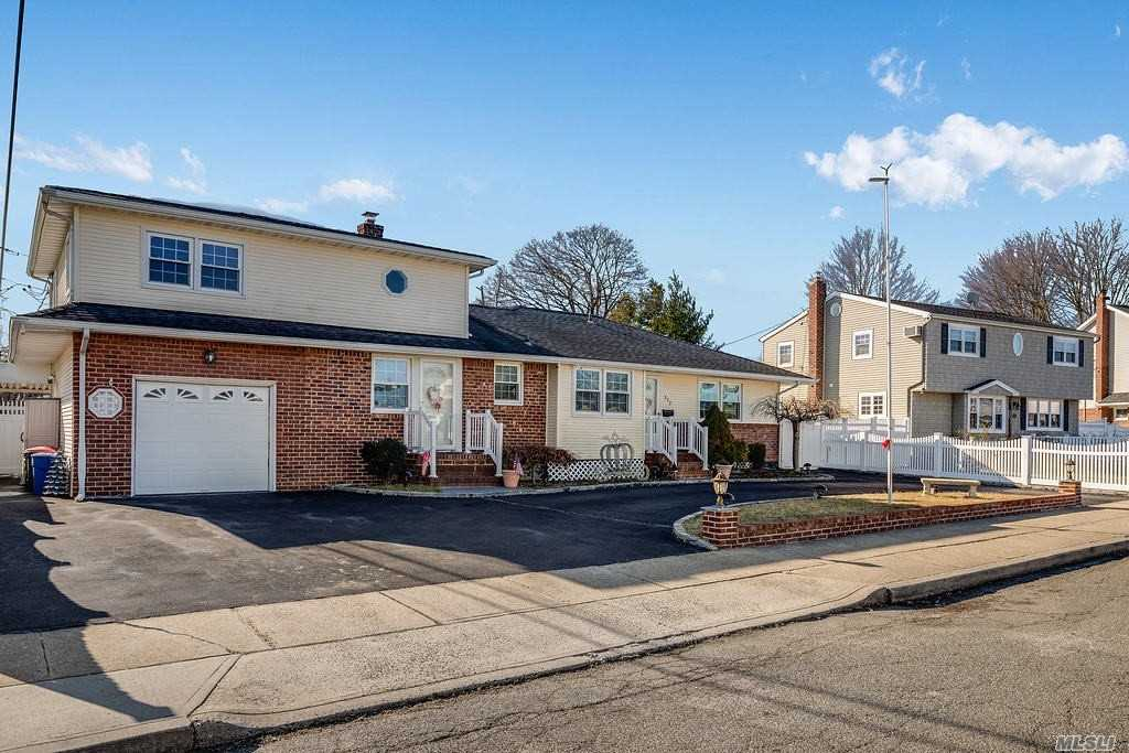 Residential For Sale in 372 Taylor Ave, Levittown, NY ,11756