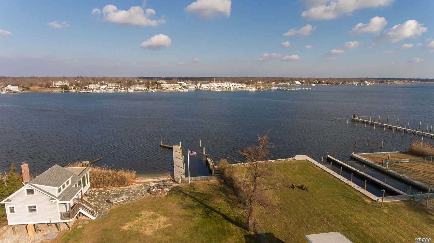 Residential For Sale in 369 Great River Rd, Great River, NY ,11739