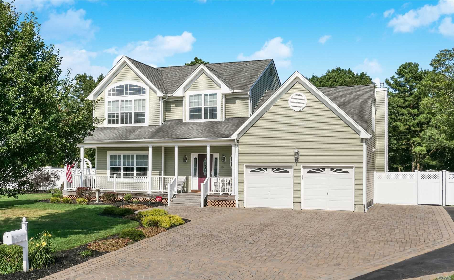 Residential For Sale in 25 Williamsburg Way, Yaphank, NY ,11980