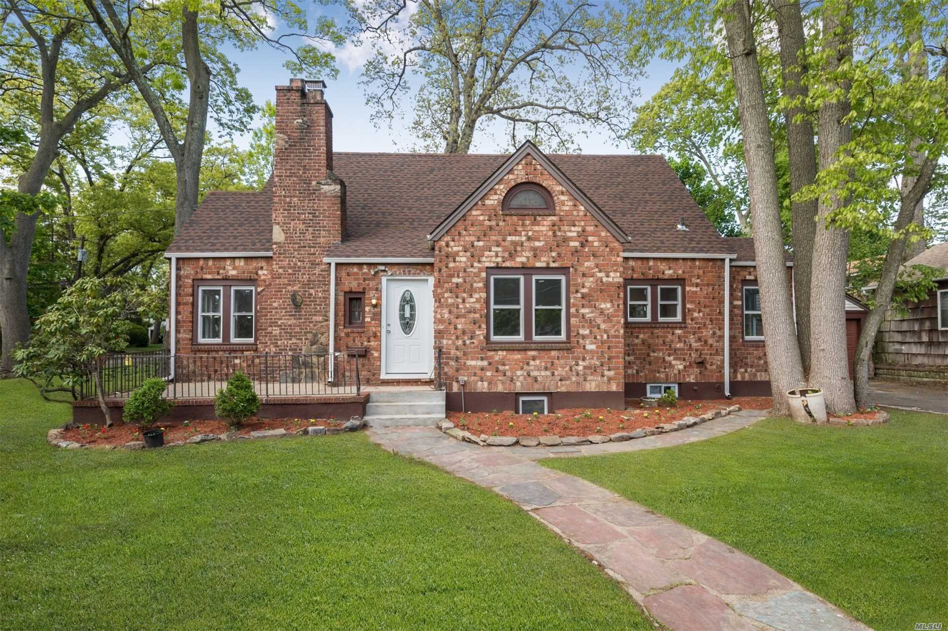 Residential For Sale in 100 Alnwick Rd, Malverne, NY ,11565